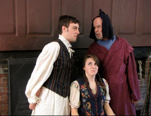 Actor/singers: Alex Vitzthum as Grovesvenor, Kevin Hurley as Bunthorne and Esther Nemethy as the sought after